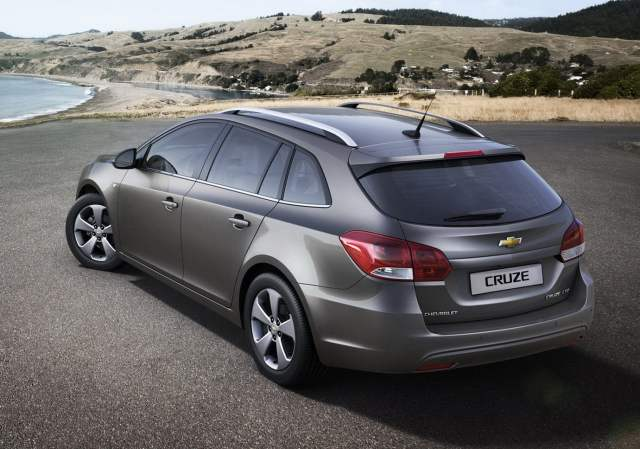 Chevrolet Cruze Estate Rear Image