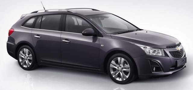 Chevrolet Cruze Estate Side Image