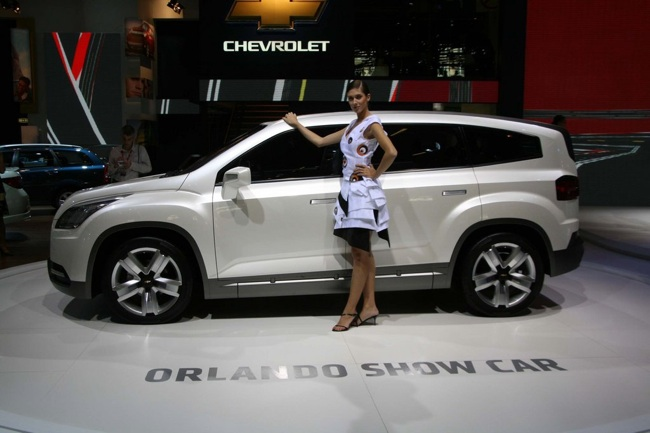 Chevrolet Orlando Side Image