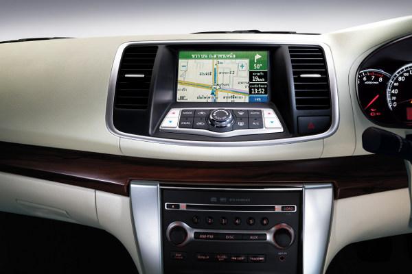 Nissan Teana Interior Image