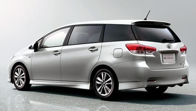 Toyota Wish Rear Image