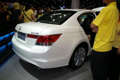 2008 Honda Accord - white V6
