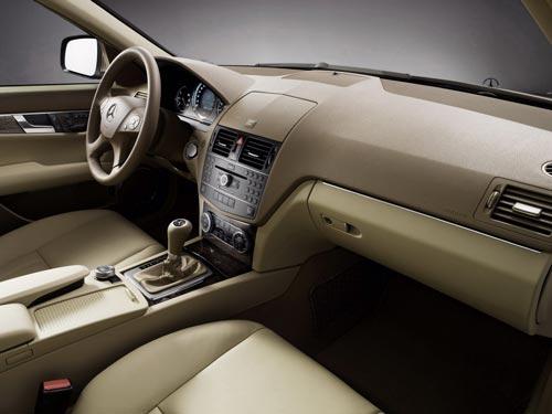 C-Class shows some class - 2008 C-Class interior trim 1