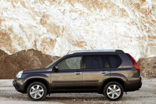 2008 Nissan X-Trail breaks cover ahead of Geneva - 2008 Nissan X-Trail side