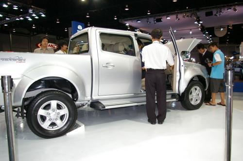 Tata Xenon - Side