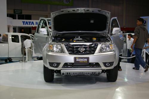 Tata Xenon - Front