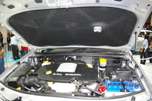 Tata Xenon - Engine bay with light